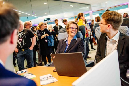 Image: Anja Karliczek and Stanley Schade at the booth of the MODAL RailLab (c) BMBF/Wissenschaftsjahr 2019